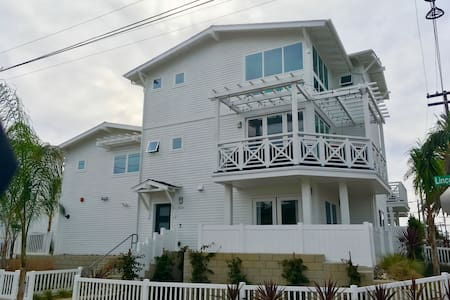 New 3BR + Loft Beach House - Carlsbad - Loft
