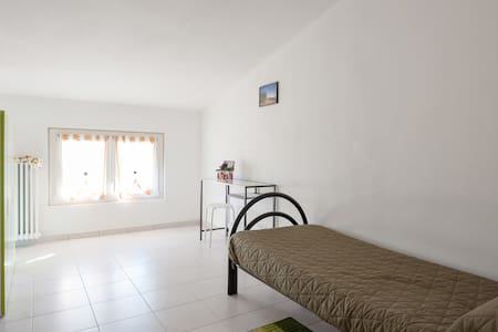Green Single Room, with common bathrooms - compiano (pr) - Bed & Breakfast