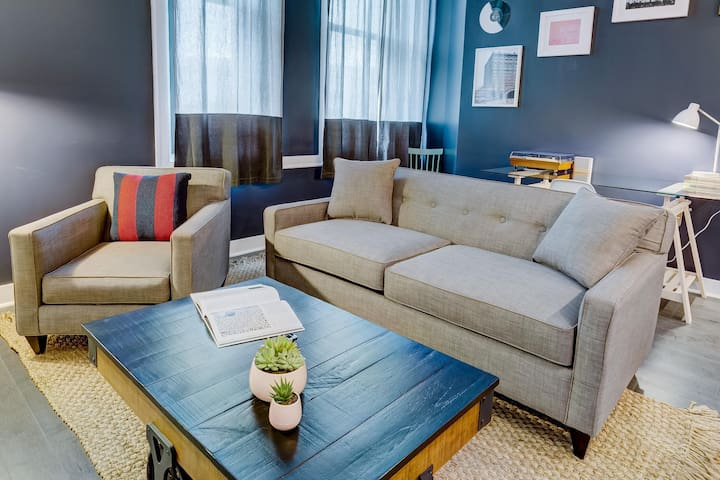 Darling Downtown Digs 1BR 1BA Gym