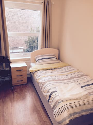 Single Room Elstree Borehamwood - Borehamwood