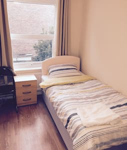 Single Room Elstree Borehamwood - Borehamwood - 獨棟