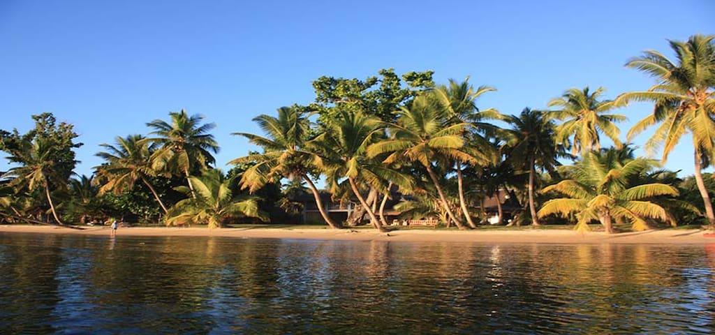 Grande villa de charme, piscine et plage