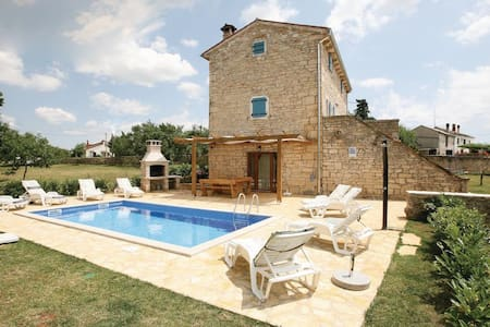 4 Bedrooms Home in  #1 - Pamici