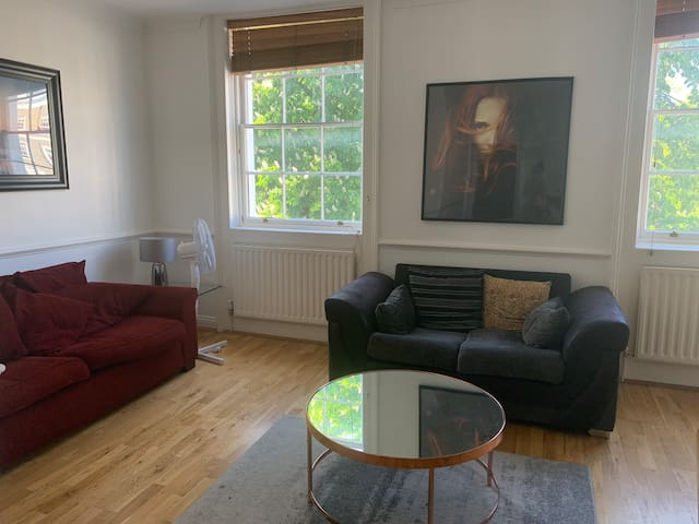 South Kensington 2 bed with private balcony
