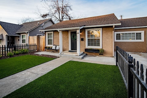 Downtown Bungalow located in the heart of the city