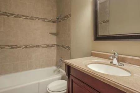 iHOP Room with Queen Bed - Kansas City - Rumah