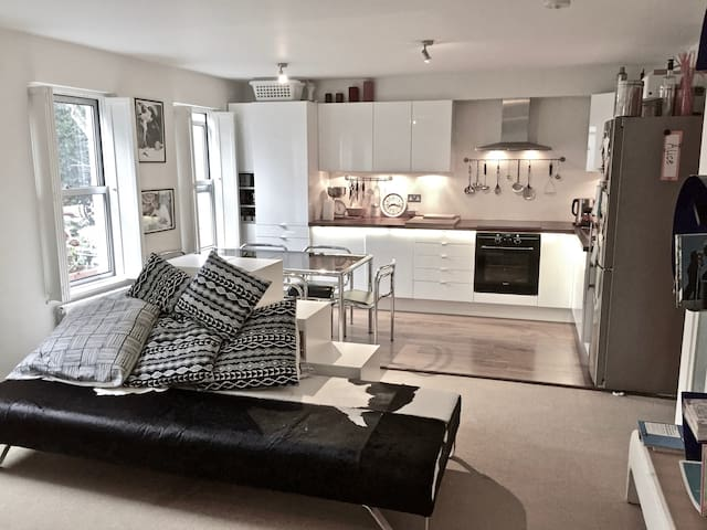 Modern and stylish flat in heart of Notting Hill