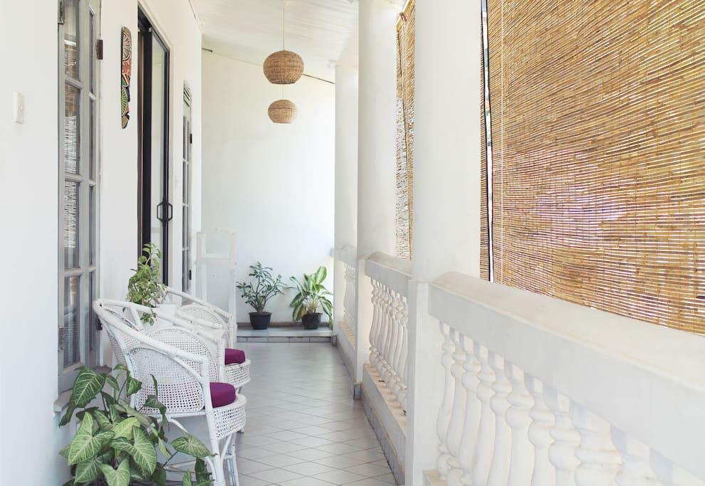 Sharing balcony/ Room access