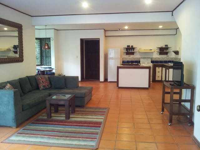 Best location in Escazu/heated pool - San Rafael - Apartamento