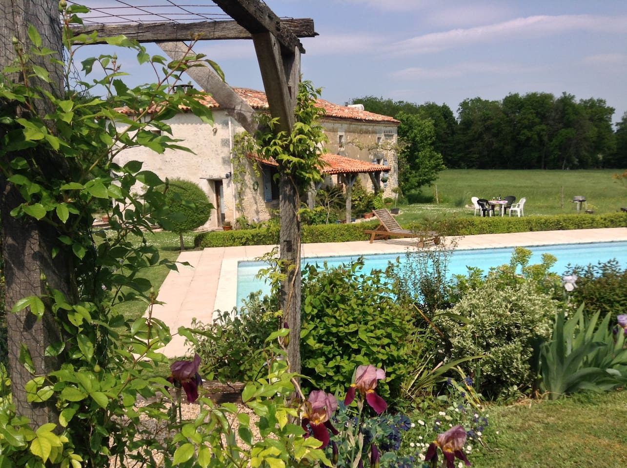 ♥ A real French farmhouse with pool, fully equipped, close to all amenaties, yet set in a quiet, stunning, rural location. Sleeps 8