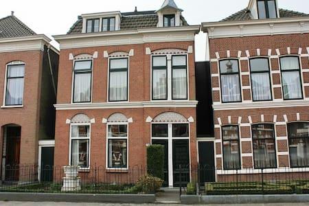 Old center 15min to Rotterdam/DHaag - Vlaardingen - 独立屋
