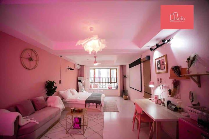 | 适里25 | 楼下花果园 | 高端公寓 | 私人影院 | 海洋池