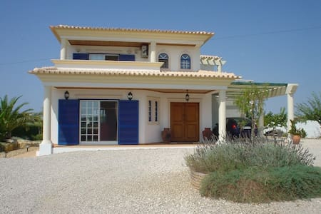 Villa, in the low hills, 20 mins north of Faro - Loulé - Casa de camp