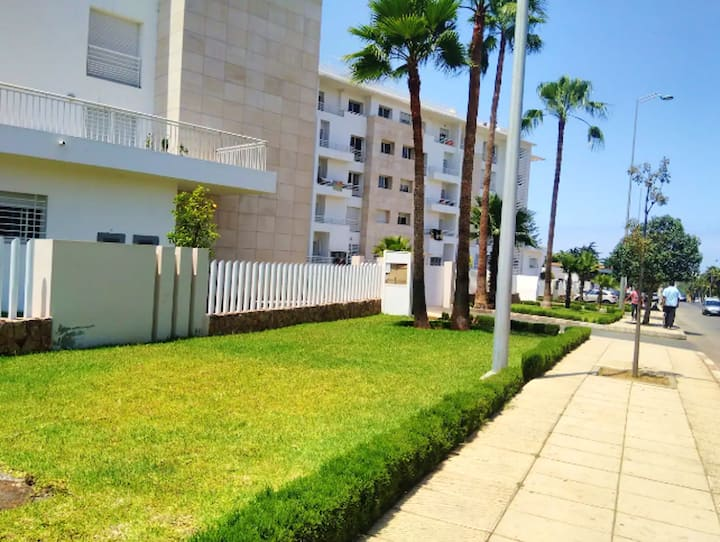 Apartamento de 2 habitaciones en Temara, con jardín cerrado y WiFi
