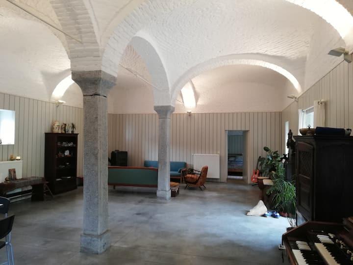 Une chambre dans une dépendance d'abbaye