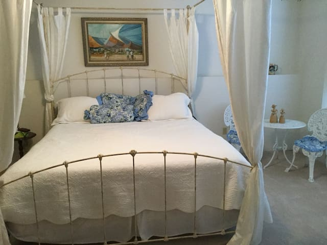Grace's Bed & Breakfast- Bayside Suite