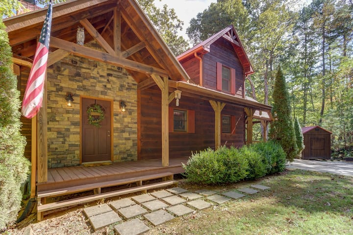 Spacious, dog-friendly cabin w/ a private hot tub, firepit, & shared pool