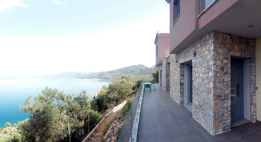Two storey house with amazing view (Aqua) - Mitilene - Casa