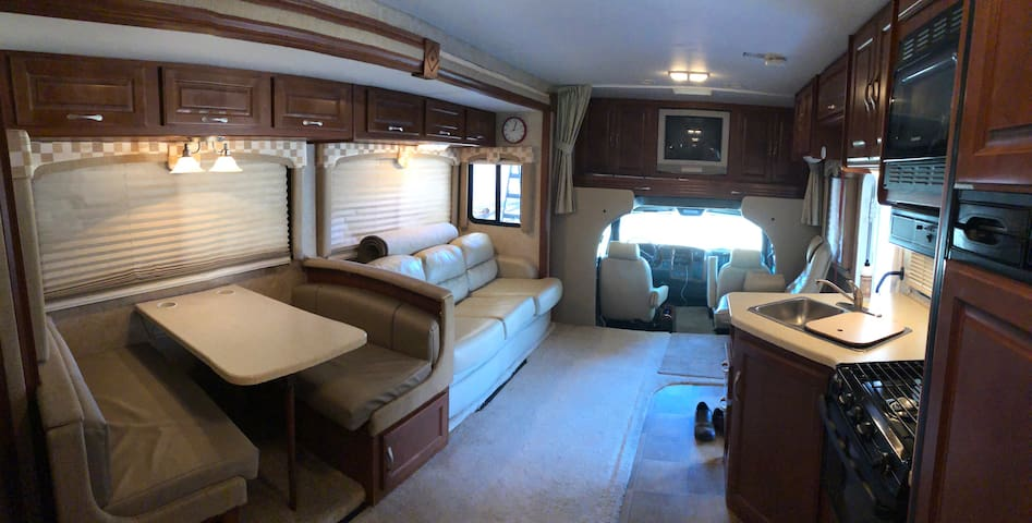 Motorhome Guest Cottage on 10-Acre Horse Ranch