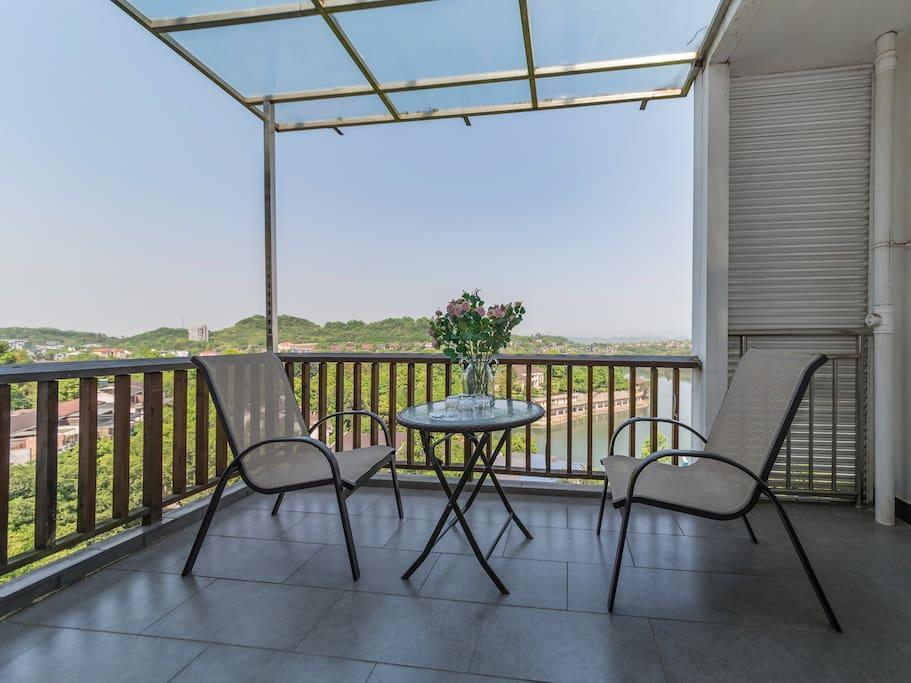 客厅外露台品茶观景