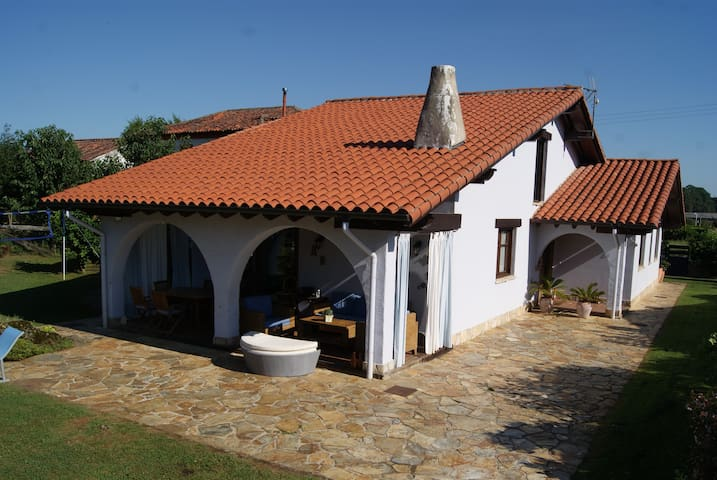 Beatiful house with pool in the heart of Cantabria - Entrambasaguas - Hus