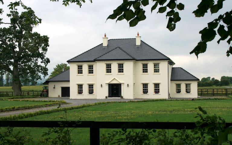 The Barnsley Room @ Linden House - Thurles - บ้าน