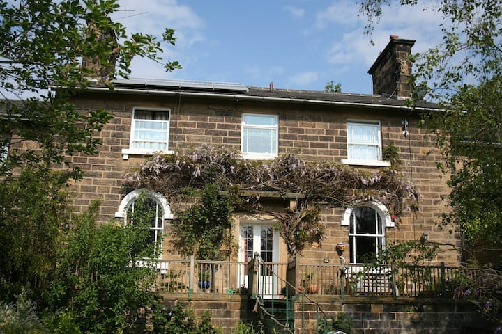 B&B Near Chatsworth House: Ensuite Double Room 1