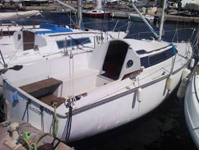 voilier BAMBOU à quai sur l'île de Porquerolles - Hyères - Boat