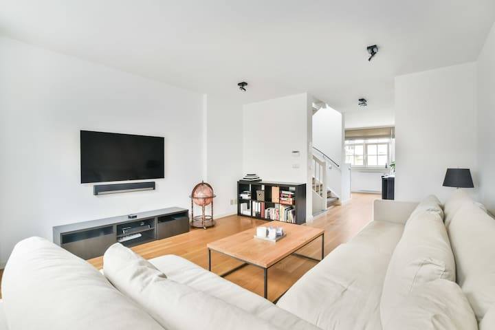 New build apartment in the middle of the Jordaan!