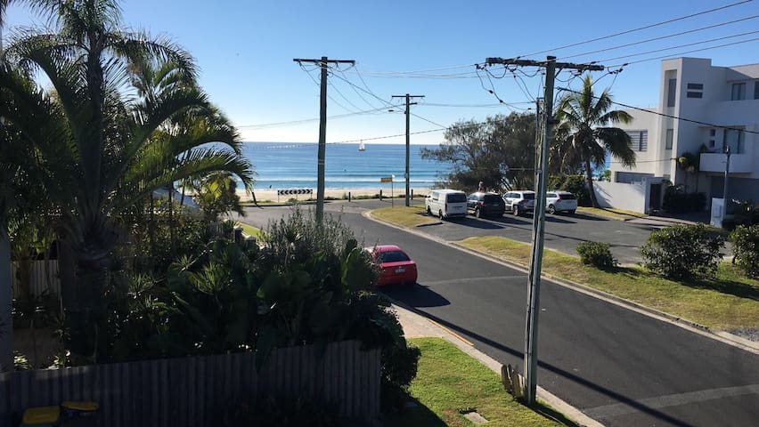 Trendy Tugun Beachside Unit- Flat Rock Suite