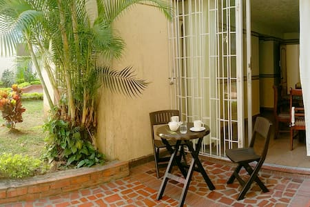 Charming apartment with gardens and swimming pool - Lakás