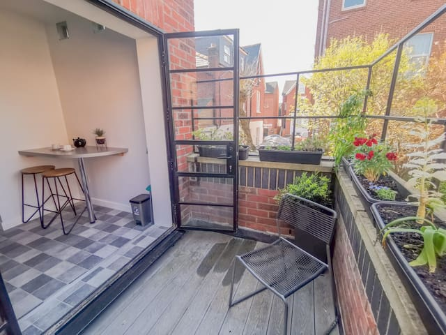 Studio with full kitchen & private terrace