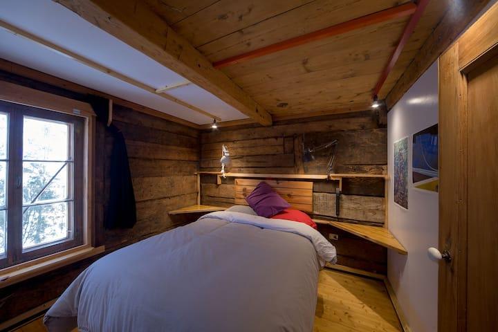 HFFD Residence_The East Bedroom, level 2_