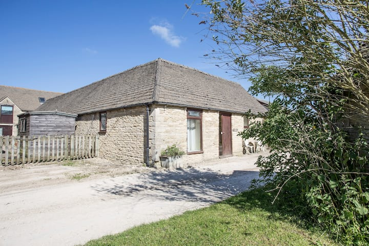 Tupenny Cottage nr Cotswold Water Park/Cirencester