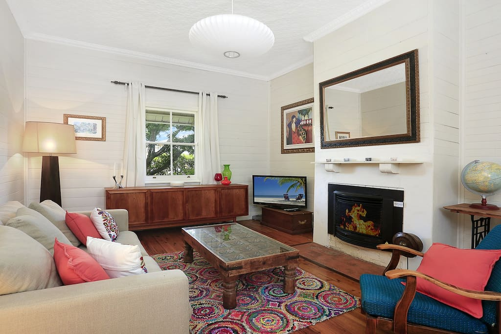 sitting room with gas fireplace