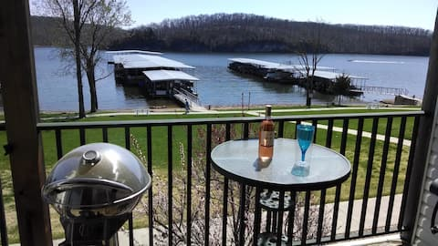 WALKOUT LAKE FRONT CONDO IN THE QUIET STATE PARK!!