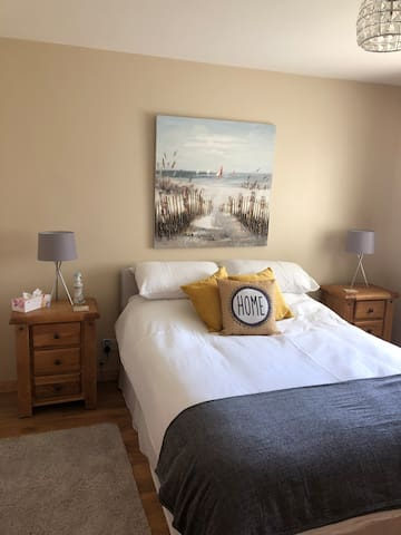 Golden Sands Getaway- The Beach House Room 3