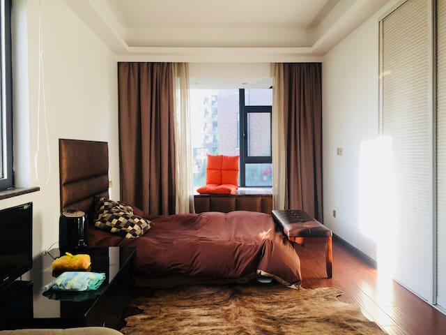 Big Room Special tenants FREE Ningbo University
