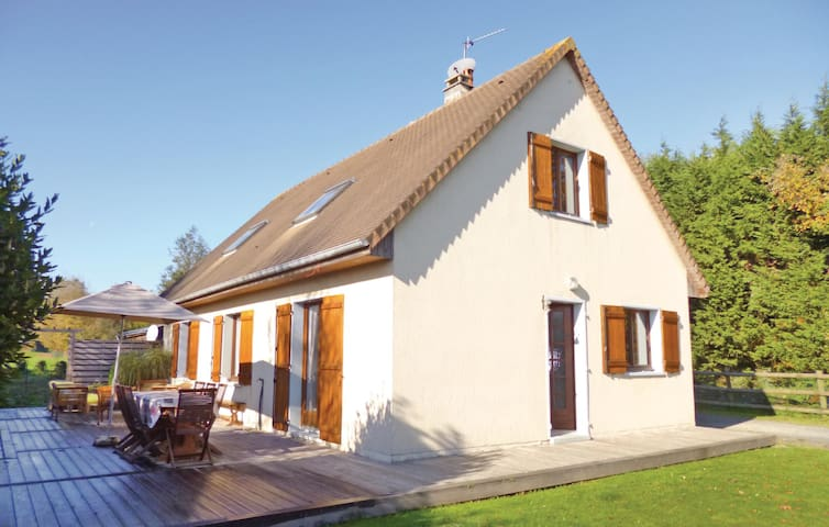 Holiday cottage with 3 bedrooms on 115m² in Gonneville-S.-Honfleur