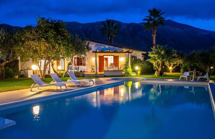 Villa New Charme con piscina