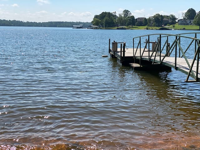 2 bedrooms 2 private bathrooms on Lake Hartwell