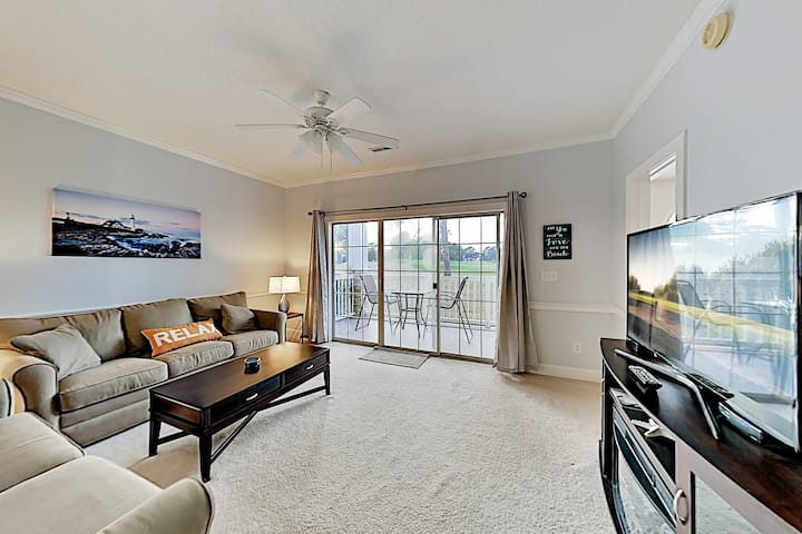Lovely Dual-Suite Condo | Golf Course Views & Pool