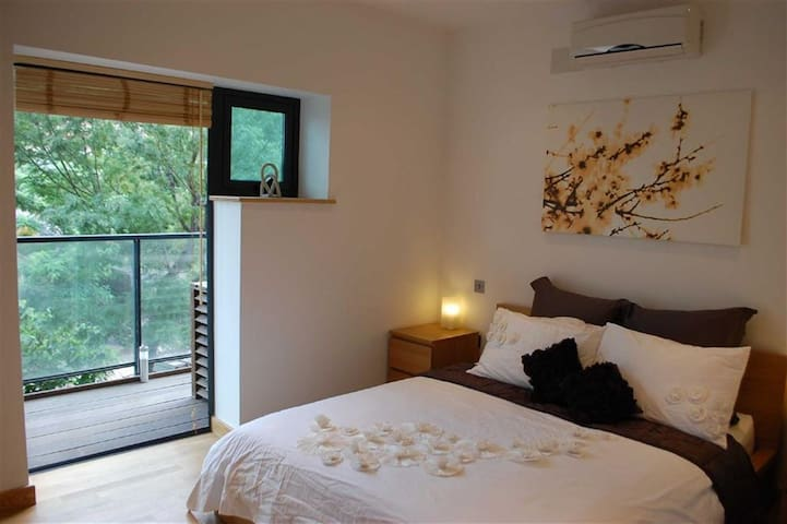 The double bedroom with terrace