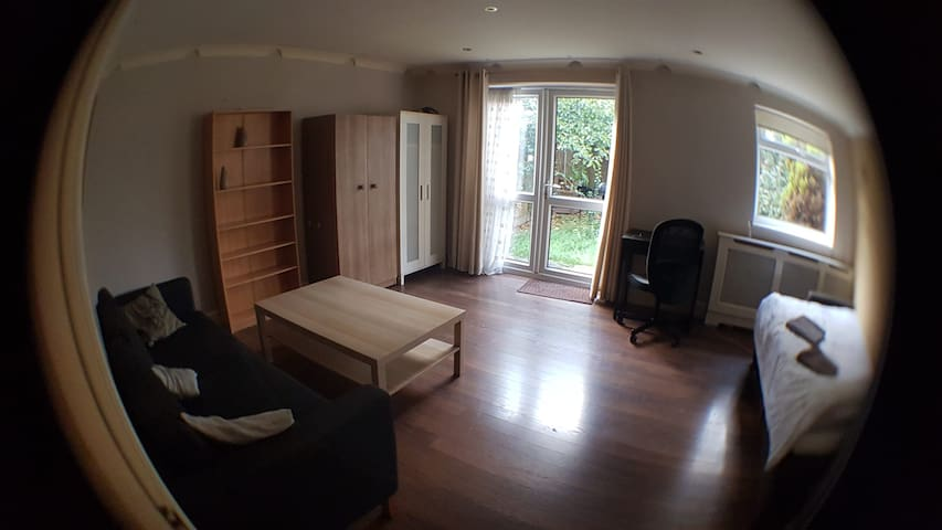 Huge double/3ple, PRIVATE garden, near tube