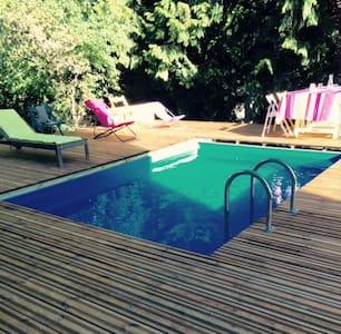 F2 rez-de-jardin 60m² avec piscine en centre ville