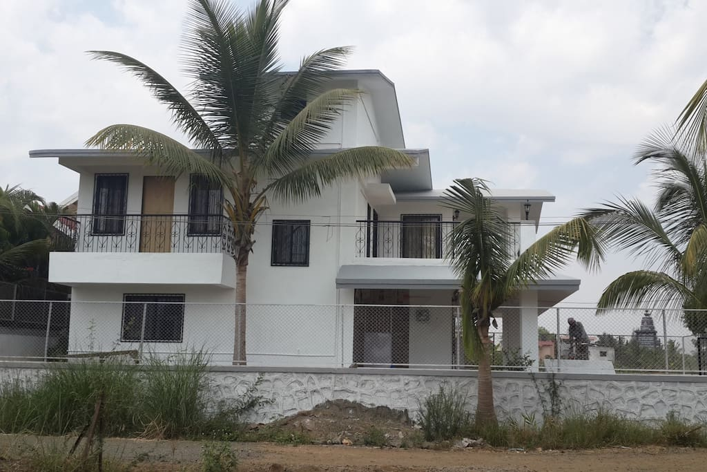 Bungalow side view