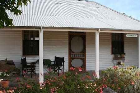 Davidson Cottage on Petticoat Lane - Penola - Bed & Breakfast