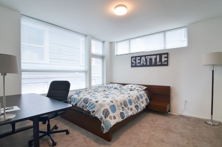 Seattle Private Room in Townhome near Capitol Hill