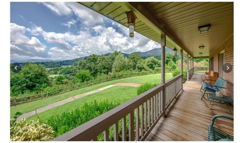 Mtn Loft 15 min to Maggie Valley or W. Asheville!