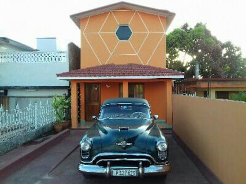 Orange House 5kms from Varadero with free parking